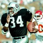 Bo Jackson Says He'd Average 350-400 Yards in NFL Today Because of Poor Tackling