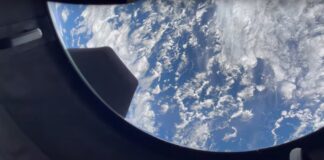 Watch SpaceX's Inspiration4 astronauts see Earth through their huge window for the 1st time (video)