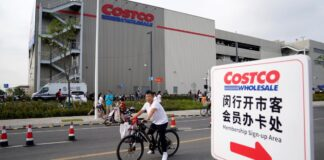 Chinese influencers can't go to LA, so they're posing at a Shanghai Costco